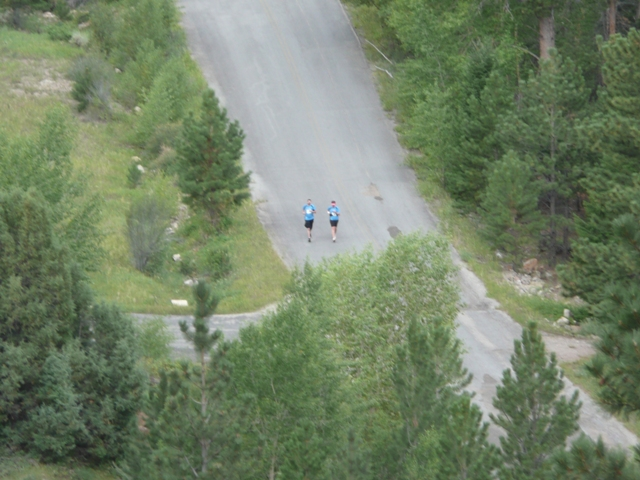 Photo of two racers near the beginning of the 2010 Tower Rock Run 10K